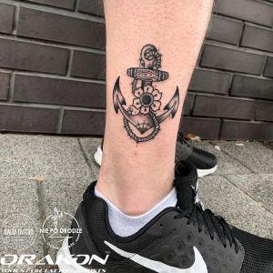 Żółty inksearch tattoo